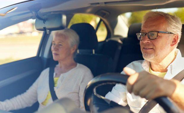 scnova-volunteer-driving-elder-woman-to-store