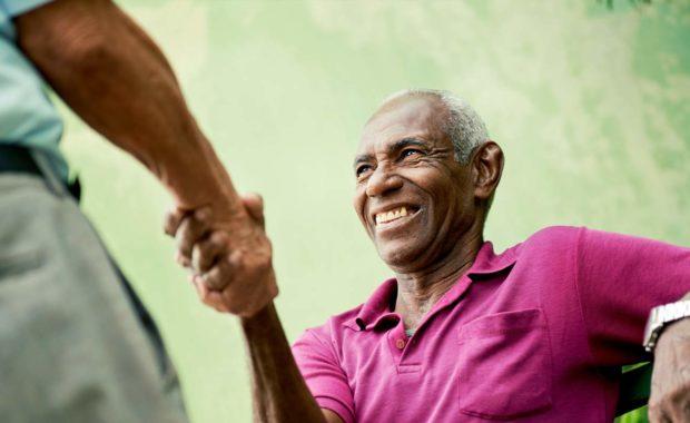 scnova-volunteer-visiting-elder-man